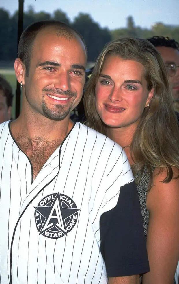 Звёздные пары, которые встречались в 1999 году, но с тех пор давно расстались, и 8 пар, которые до сих пор вместе