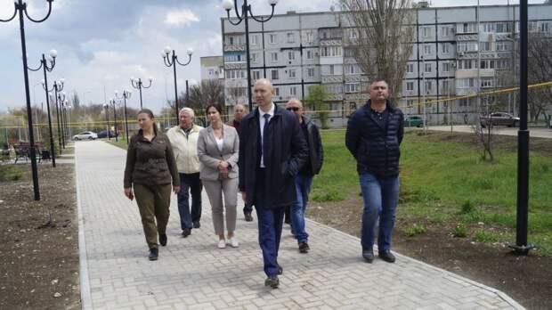 Владимир Трегуб и помощник Главы Республики Крым Юлия Жукова посетили объекты строительства и благоустройства в Советском районе