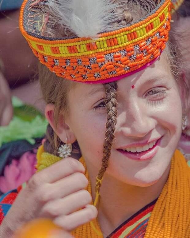 Что-то среднее между индийской культурой и русской.