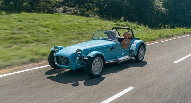 Caterham соберёт новый спорткар в «самом высоком автосалоне мира»