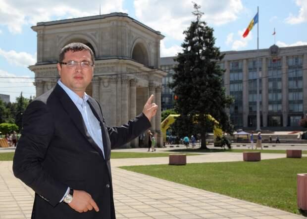 Мэр Усатый обманул: Самый русский город Молдовы превращают в румынский