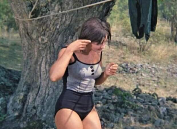 Как выглядели актрисы советского кино в купальниках
