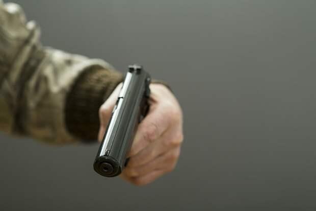 Разбежавшихся участников драки со стрельбой у торгового центра Петербурга все-таки задержали