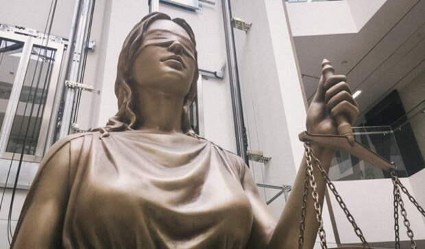 Оренбурженку будут судить за продажу краденного автомата Калашникова