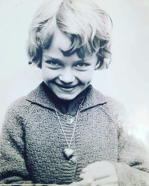 Как выглядела в детстве Анастасия Ягужинская из «Гардемаринов», и как с годами преобразилась ее красота, изображение №4