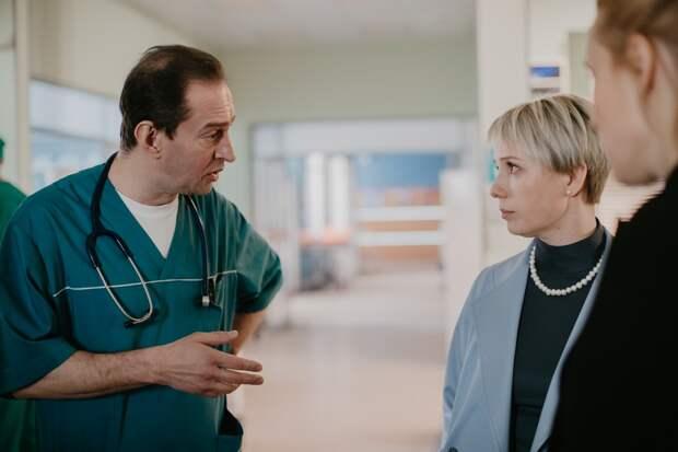Чулпан Хаматова выбирает между семьей и долгом в новом трейлере «Доктора Лизы»