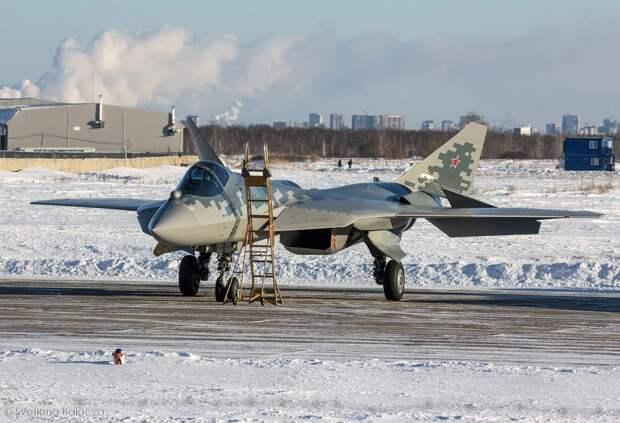 На изображении может находиться: небо, самолет, снег и на улице