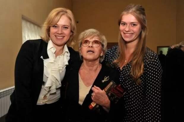 Варвара Владимирова с матерью и дочерью. Фото: woman.ru