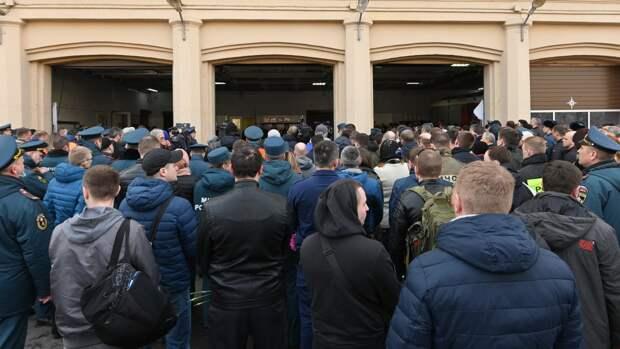Петербург простился с пожарным, погибшим при тушении Невской мануфактуры