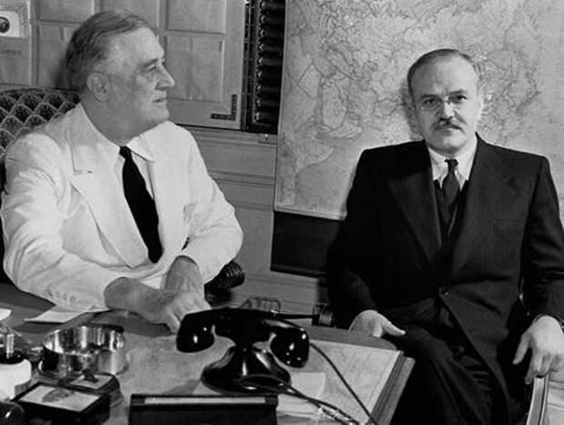 Ф.Рузвельт и В.М.Молотов в Белом Доме, Вашингтон, 29 мая-4 июня 1942 года.