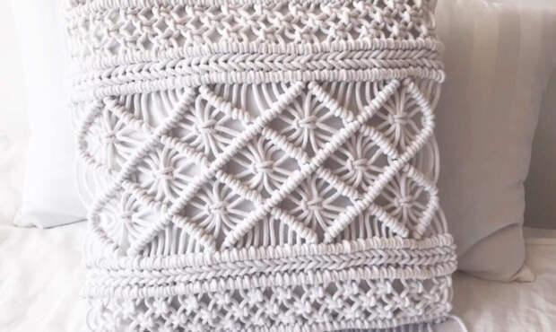 Магия узелков: превращаем обычный шнур в уютный чехол для подушки