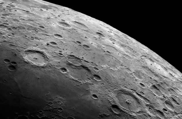 Почему на Луне так мало кратеров?