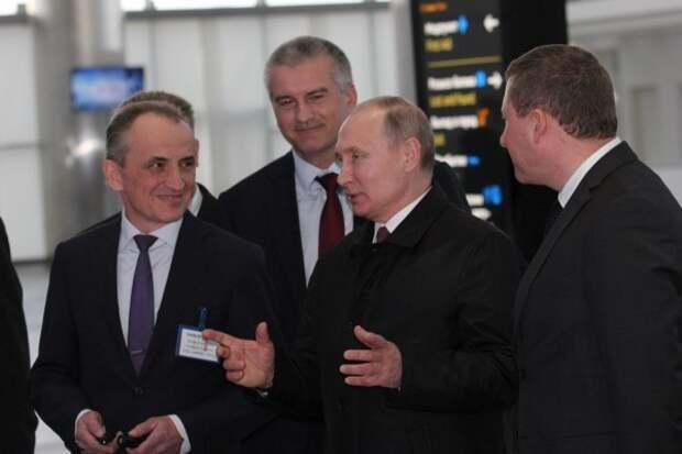 Владимир Путин оставил отзыв в гостевой книге нового терминала аэропорта Симферополь