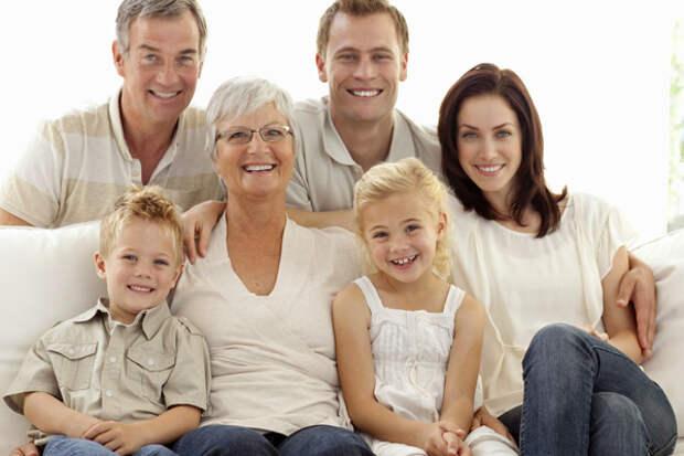 Семья с бабушкой