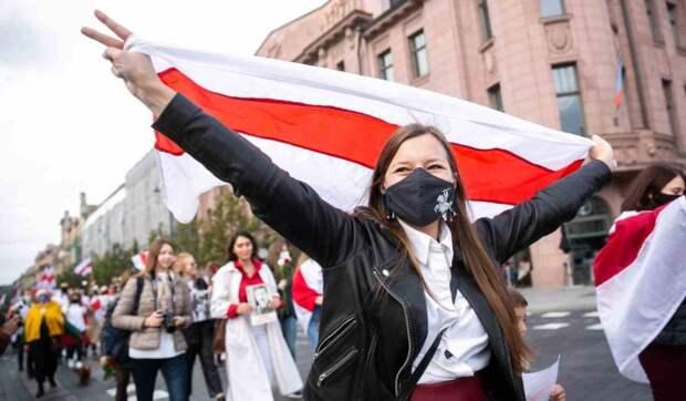 Экономист Романчук о катастрофе в Белоруссии: Из-за режима люди бегут десятками тысяч