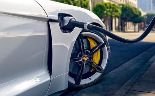 Первый электромобиль Porsche: детальный обзор