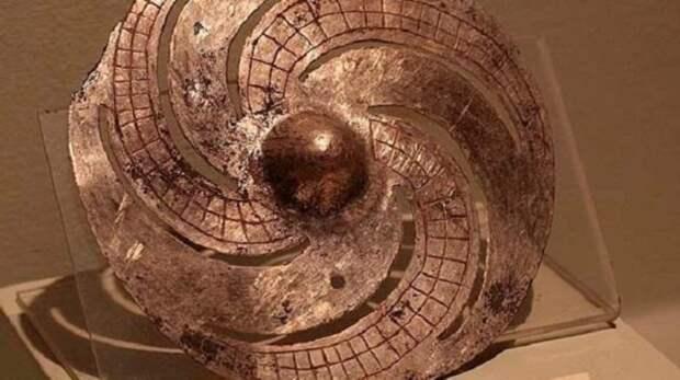 Галактический диск: кто создал артефакт, которому около 2000 лет