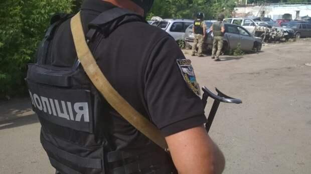 В Полтаве автоугонщик с гранатой взял в заложники полковника полиции Украины