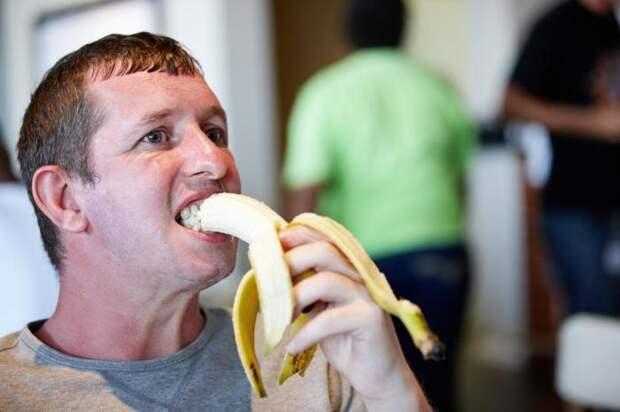 Бананы — источник многих питательных веществ для восстановления организма. /Фото: pixfeeds.compixfeeds.com