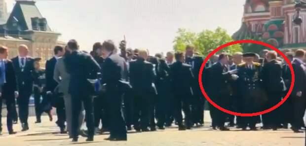 Президент обратился к ветерану, которого оттолкнул охранник