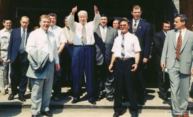 Цекало назвал Россию «территорией экспериментов», а Бориса Ельцина «живым человеком»