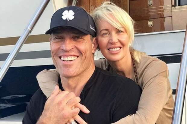 Прыткий коуч: Тони Роббинса обвинили в сексуальных домогательствах