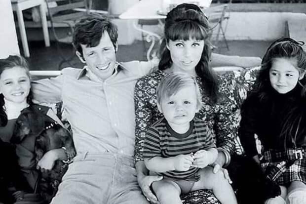 Актер с первой женой и детьми