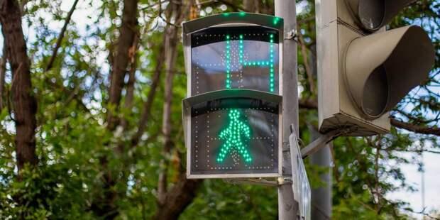 Светофор на перекрёстке улицы Туристской и бульвара Яна Райниса работает исправно- ЦОДД