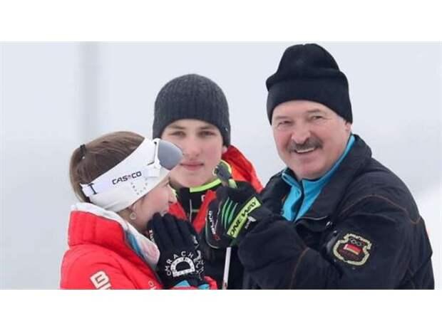 Лукашенко радикализирует протест, виляя между Москвой и Западом