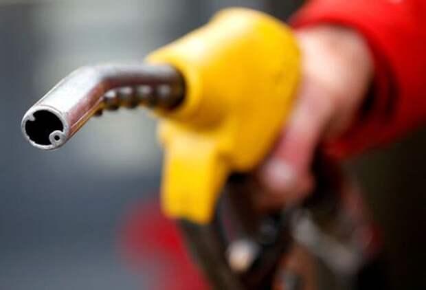 Нефть дешевеет вслед за падением цен на сырье в Китае