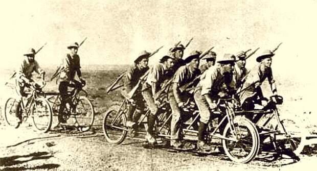 На фото  двухместный и восьмиместный «велотранспортеры» периода 1-й Мировой войны, предназначенные для перевозки личного состава. Трансвааль (Южная Африка)