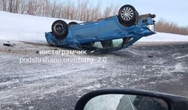 На автодороге Илек - Новосергиевка Ford Focus слетел в кювет