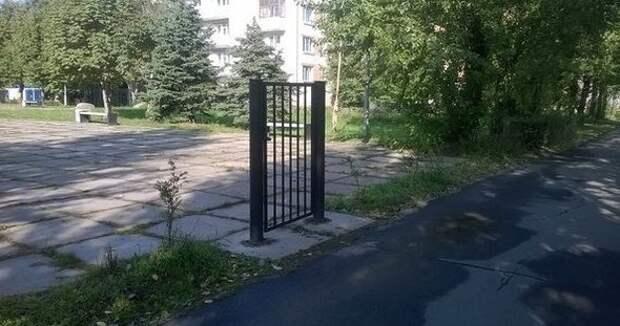 Безопасность и надёжность в одном флаконе архитектура, барьер, забор, непреодолимый барьер, ограждения, прикол, экстерьер, юмор