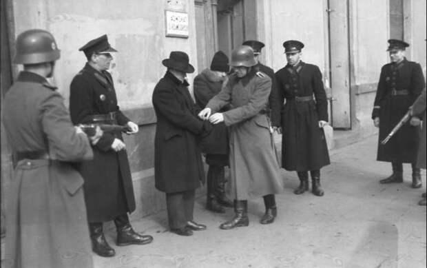 «Это возмутительная клевета»: в Польше отрицают обвинения со стороны прессы США в причастности к Холокосту