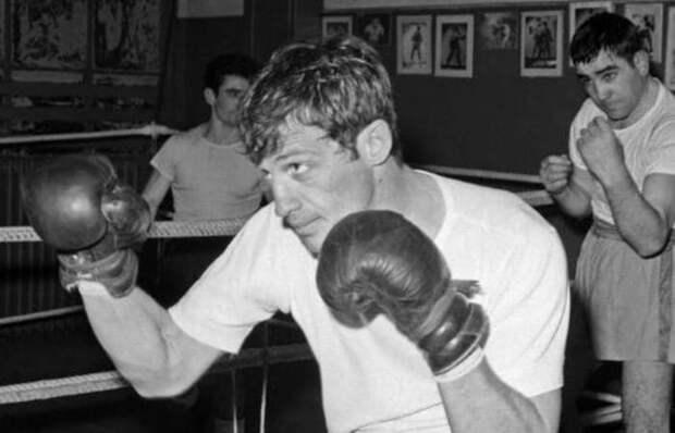 Чемпион Парижа по боксу в полусреднем весе