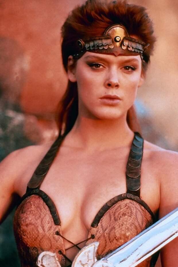 Героиня боевиков 90-ых Бригитта Нильсен во всей своей красе.