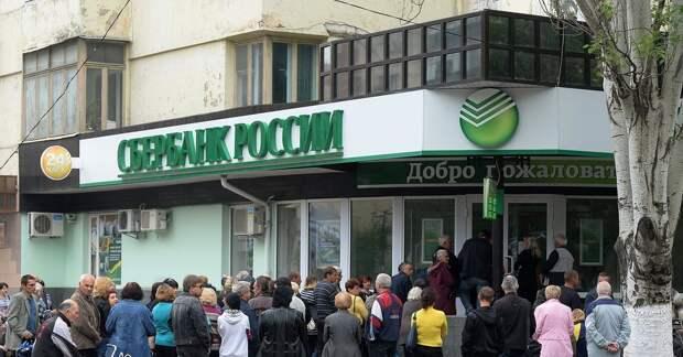"""51% россиян, согласно опросу, боятся, что им не вернут вклады. Эксперт призывает """"рубить"""" нацпроекты"""