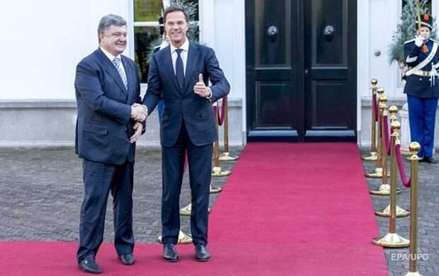 На Украине стыдились дырявых носков и помятых костюмов Порошенко (ФОТО)