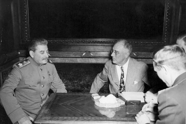 Рузвельт просил Сталина помочь Америке в войне с Японией ещё в 1941 году