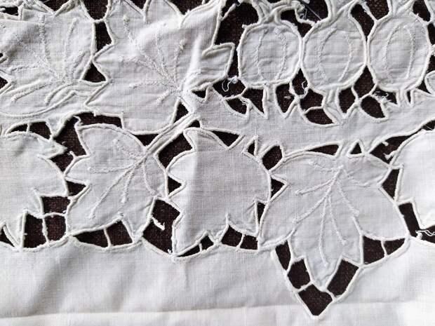 Фрагмент вышивки Ришелье
