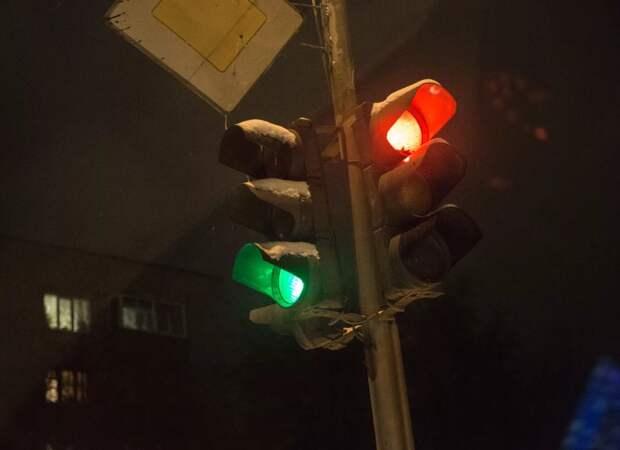 Когда можно проехать на красный сигнал светофора?