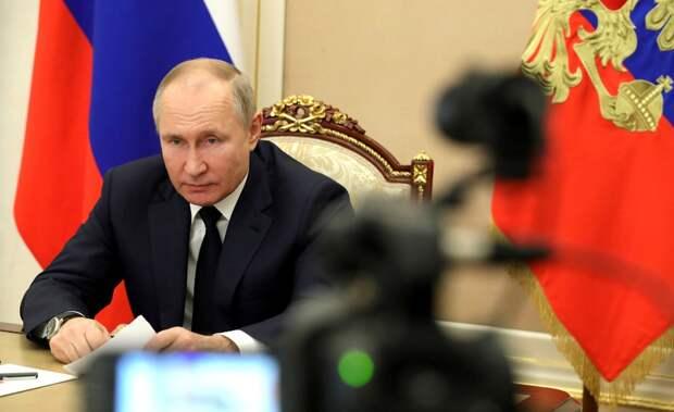«Воткровенной атмосфере»: Путин провел переговоры сМеркель иМакроном