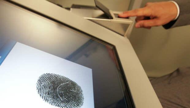 На загранпаспорт теперь нужно сдавать отпечатки пальцев