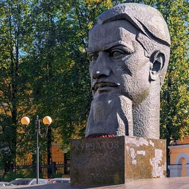 Территорию у памятника Курчатову будет патрулировать полиция – управа