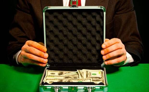 «Черные дыры» банков: куда исчезают миллиарды?