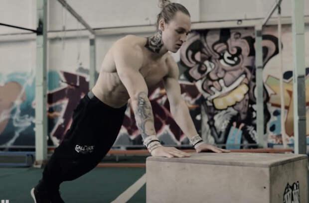 Отжимания можно сделать упражнением для любого уровня. Тренер показывает 20 уровней сложности по возрастанию