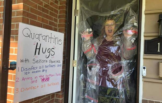 Американская учительница придумала, как обнимать детей безопасно