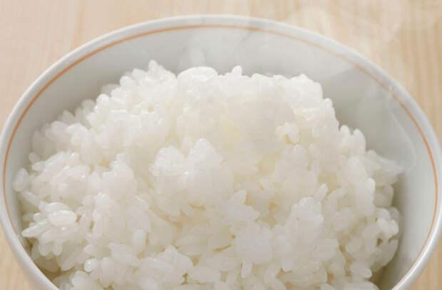 Ставим рис в морозилку на 20 минут: ускоряем подготовку для жарки