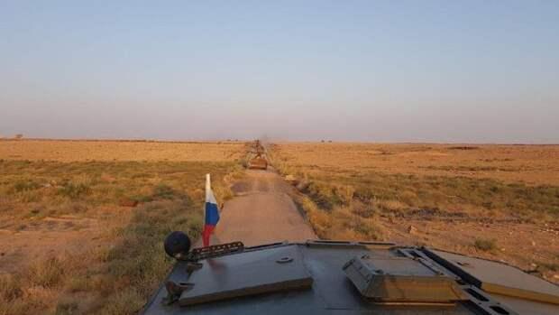 Конвой сирийских военнослужащих в сопровождении российской военной полиции