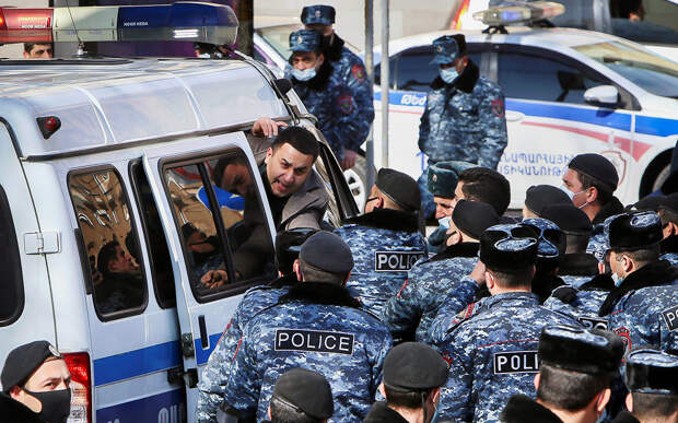 В Армении задержали 57 протестующих
